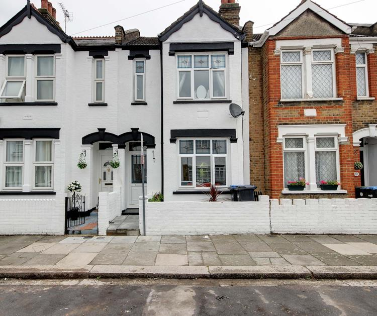 3 Bedrooms Terraced House for sale in  Holmwood Road, Enfield, London, EN3