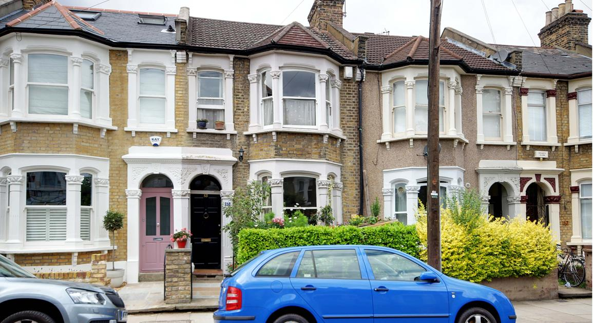 3 Bedrooms Terraced House for sale in  Roding Road, London, E5