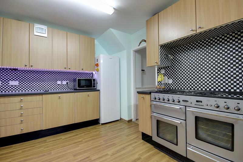3 Bedrooms Terraced House for sale in  Cuckoo Hall Lane, Edmonton, London, N9