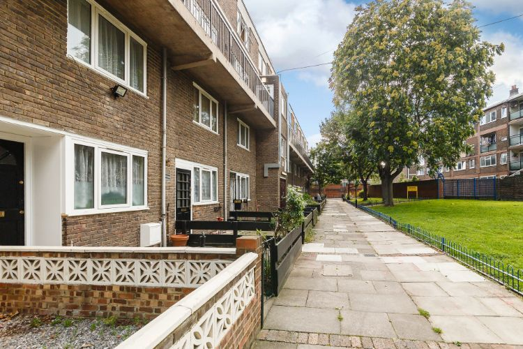 2 Bedrooms Flat for sale in  Landon Walk, London, E14