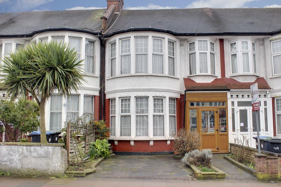 3 Bedrooms Property for sale in Berkshire Gardens, Palmers Green, London, N13
