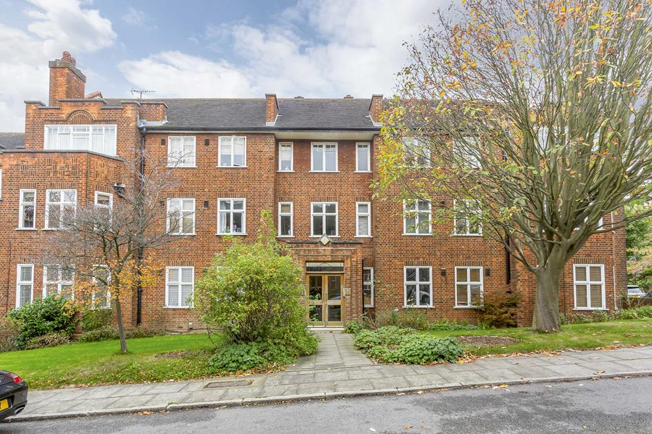 3 Bedrooms Flat for sale in  Haslemere Road, Crouch End, London, N8