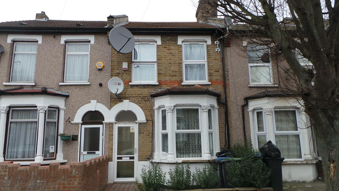 3 Bedrooms Terraced House for sale in  Huxley Road, Edmonton, London, N18